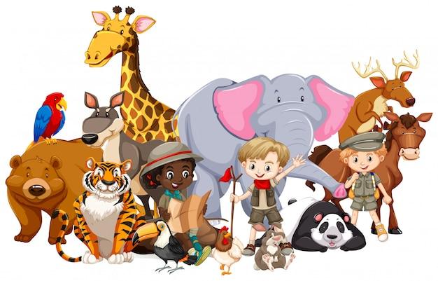 Enfants avec des animaux isolés
