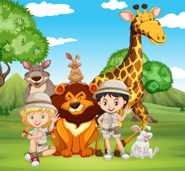 Enfants et animaux sauvages dans le parc