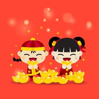 Les enfants asiatiques chinois garçon et fille souriant tiennent l'or pour célébrer le festival traditionnel de la chine derrière beaucoup d'or et de lumière bokeh. joyeux nouvel an chinois.