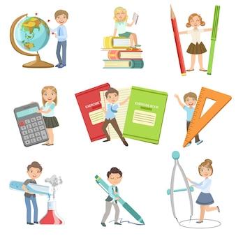 Enfants avec des attributs scolaires géants
