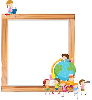 Enfants sur cadre en bois