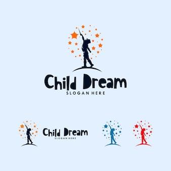 Enfants colorés atteignant la création de logo étoiles