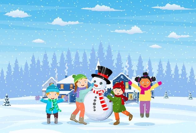 Enfants construisant un bonhomme de neige.