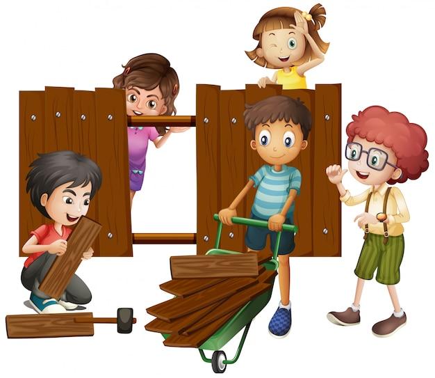 Enfants construisant une clôture en bois