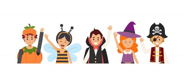 Les enfants en costume d'halloween de variété sont heureux et apprécient. sourire et saluer. citrouille, abeille, vampire dracula, avec, pirate.