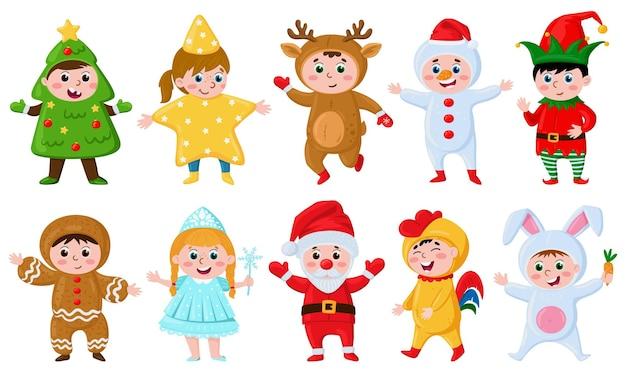 Enfants en costumes de noël enfants de bande dessinée portant des costumes de carnaval petit elfe de renne du père noël