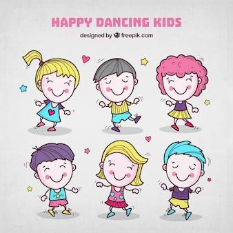 Enfants danseurs dessinés à la main