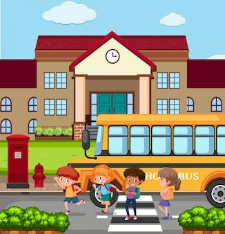 Les enfants en dehors d'une école