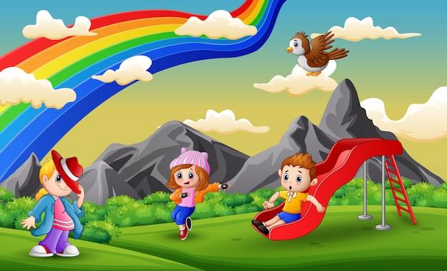 Enfants dessin animé s'amuser au terrain de jeux