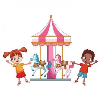 Enfants sur des dessins animés de carrousel