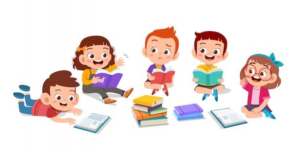 Les enfants discutent des devoirs