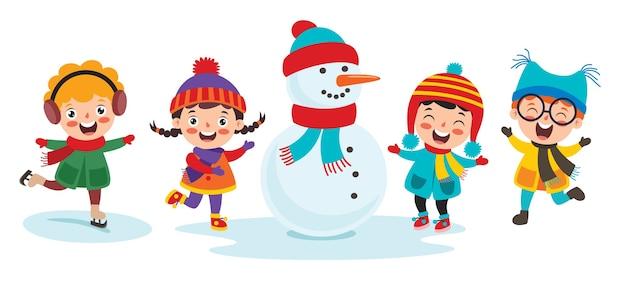 Enfants drôles s'amusant pendant la saison d'hiver