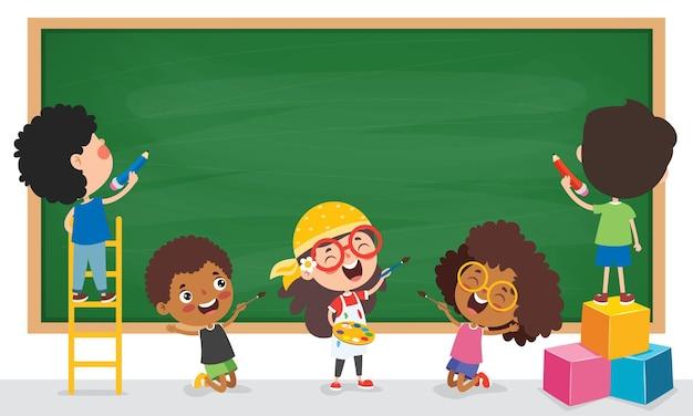 Enfants drôles avec tableau noir vide