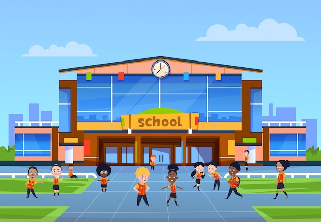 Enfants à l'école. les enfants de bande dessinée en uniforme jouent dans la cour en face du collège. retour à l'école, éducation