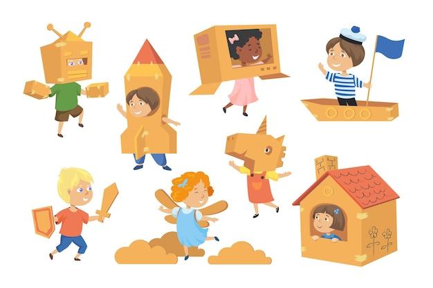 Enfants faisant des costumes à partir d'illustrations de boîtes