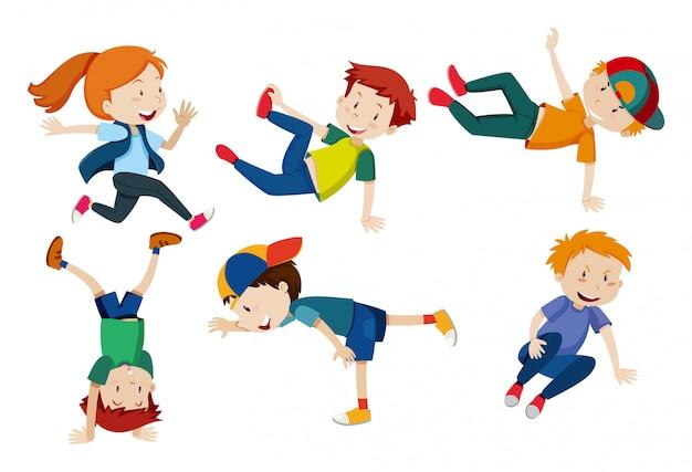 Enfants faisant des positions de danse différentes