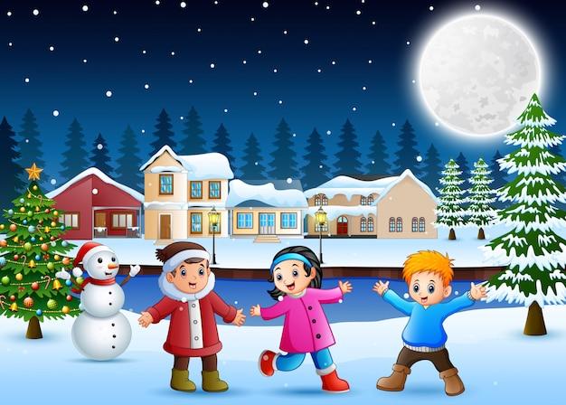 Enfants heureux au jour de noël