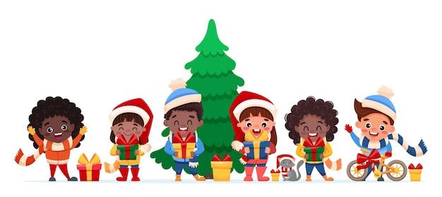 Des enfants heureux de différents pays et nations célébrant noël et le nouvel an tenant des cadeaux dans leurs mains. chat et personnages de dessins animés mignons.