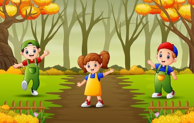 Enfants heureux jouant dans l'illustration du jardin