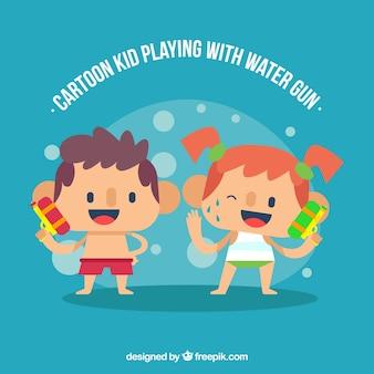 Enfants heureux, jouer aux pistolets à eau