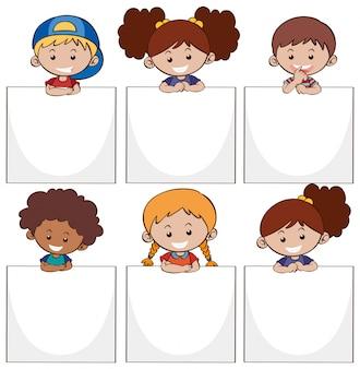 Des enfants heureux et des livres blancs