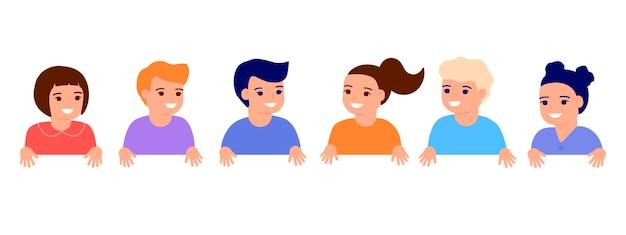 Des enfants heureux se tiennent la main le spectacle de petits enfants souriants représente l'école primaire de jeunes amis