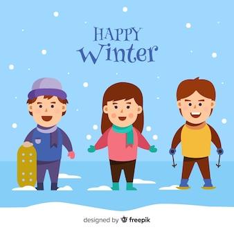 Enfants heureux avec des vêtements d'hiver