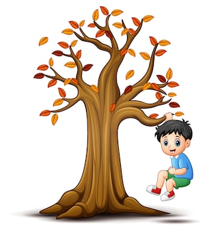 Enfants jouant avec l'arbre d'automne