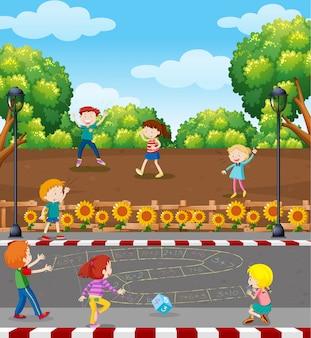 Enfants jouant au jeu de maths au terrain de jeux