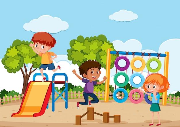 Enfants jouant au playgroung