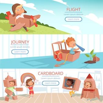 Enfants jouant des bannières. éducation préscolaire jeux enfants en costumes de boîte en carton