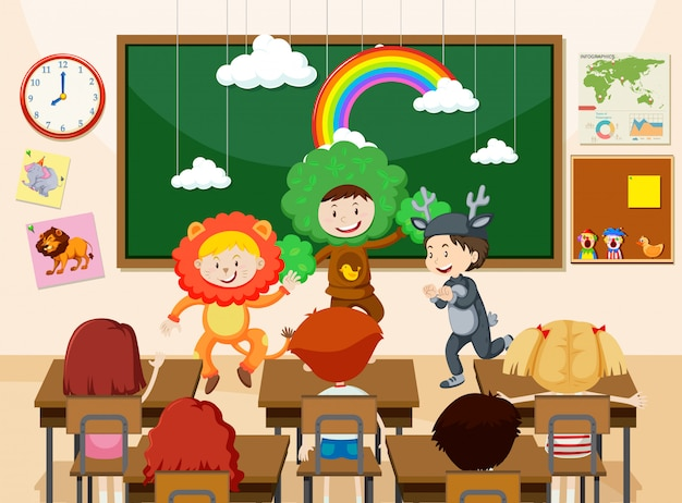 Enfants jouant devant l'illustration de la classe