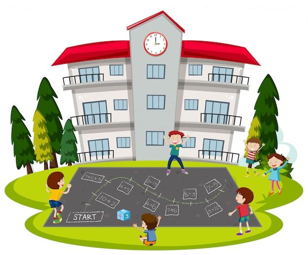Enfants jouant à l'école playground
