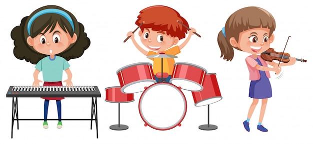 Les enfants jouent avec un instrument de musique