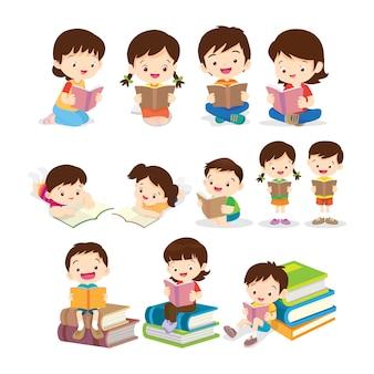 Enfants lisant livre diverses actions