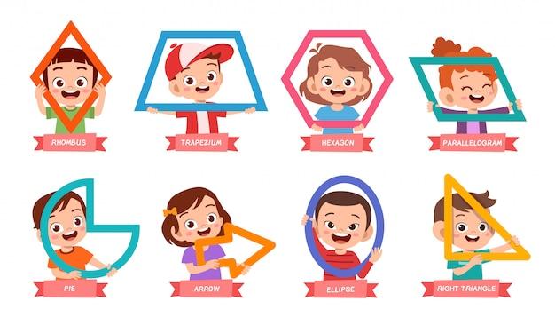 Enfants mignons apprennent la forme de base
