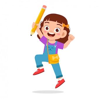 Enfants mignons heureux avec livre et crayon