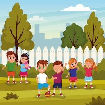 Enfants mignons jouant dans les dessins animés de la nature
