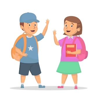 Les enfants mignons vont déjà à l'école