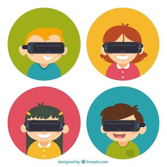 Les enfants mis avec des lunettes de réalité virtuelle