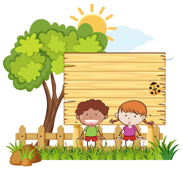 Enfants sautant la corde dans le jardin