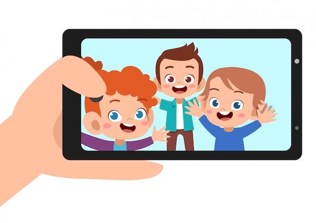 Enfants selfie smartphone