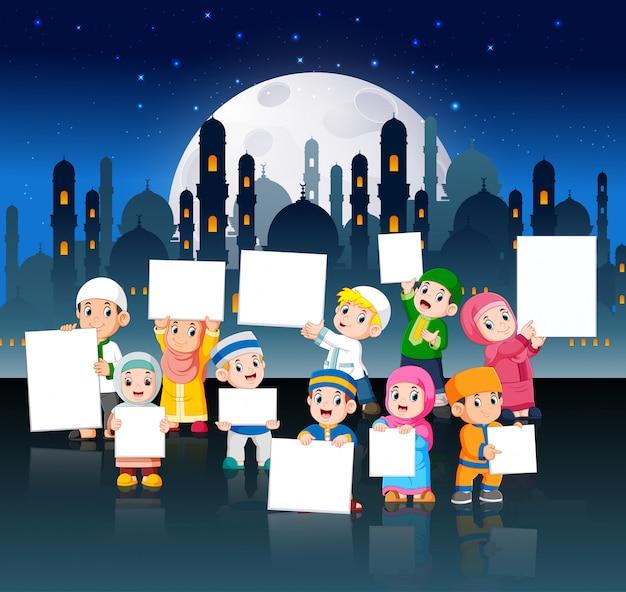 Les enfants sont en ville la nuit