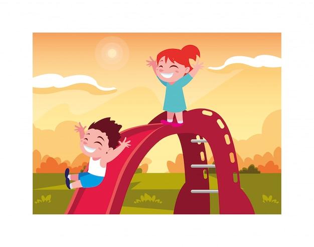 Enfants souriants et s'amusant sur diapositive