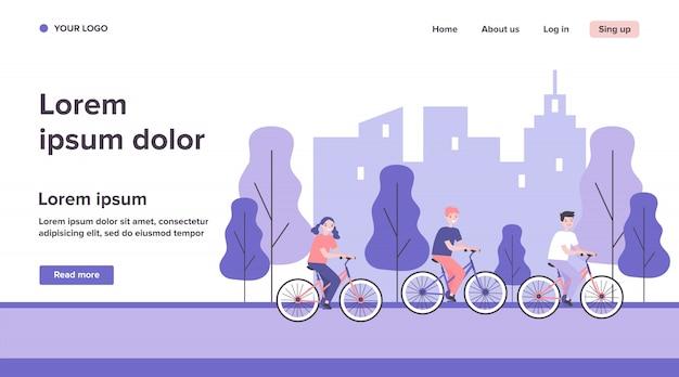 Enfants à vélo dans le parc de la ville