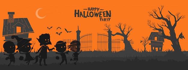 Enfants vêtus de costume d'halloween sur fond de cimetière.