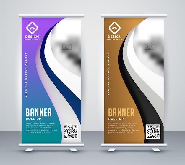 Enroulez la conception de bannière de voyageur debout dans un style ondulé