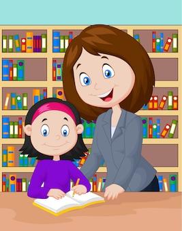 Enseignant aidant l'élève à étudier