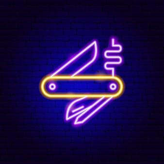 Enseigne au néon de couteau de poche. illustration vectorielle de la promotion de l'outil.