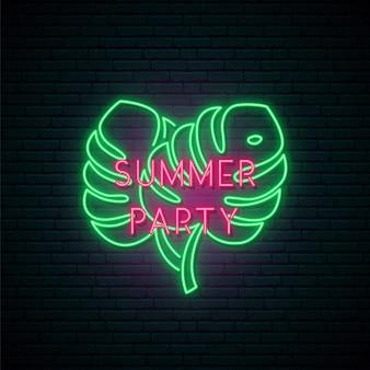 Enseigne au néon de fête d'été.